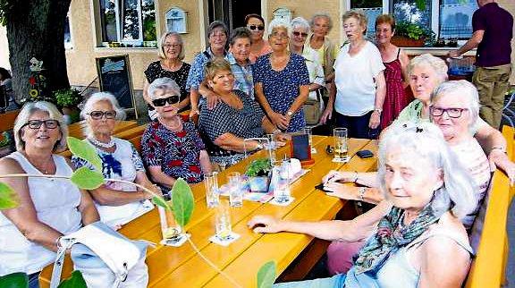 Die FGV-Frauengruppe im Landgasthof Oppenroth